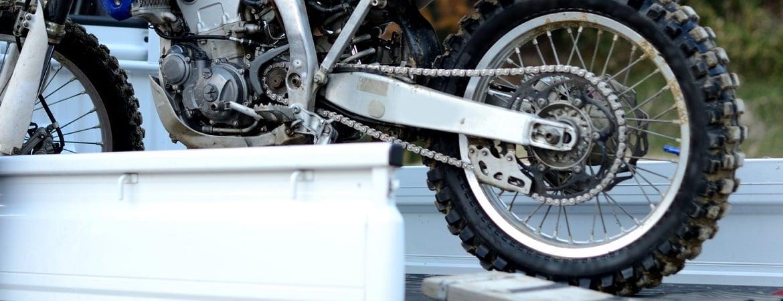 motorradtransporter mieten worauf achten billiger. Black Bedroom Furniture Sets. Home Design Ideas