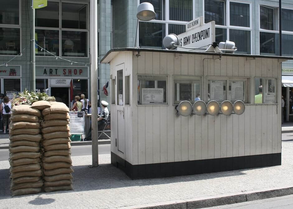 berlin_checkpoint_charlie_982465