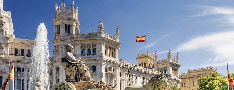 Spanien Flagge in Cibeles Madrid