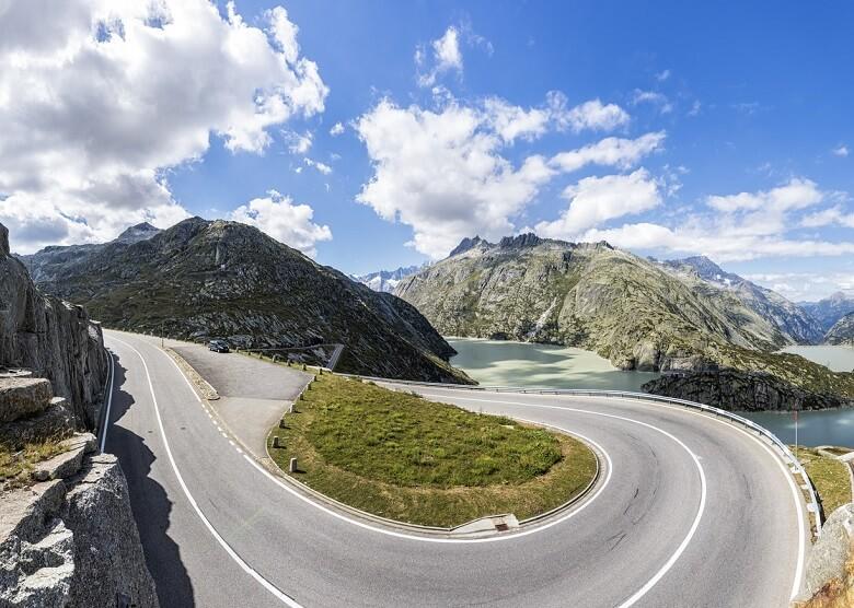 Passstrae zum Grimsel im Berner Oberland in der Schweiz
