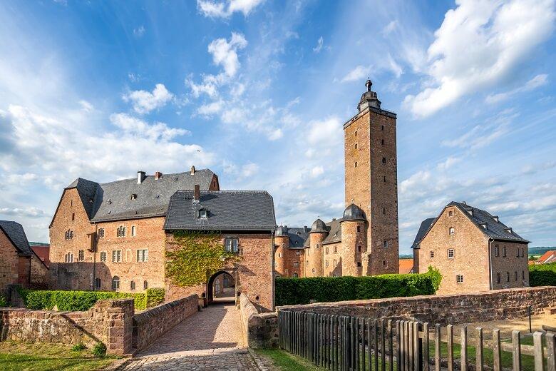 Schloss Steinau auf der Deutschen Märchenstraße in Hessen