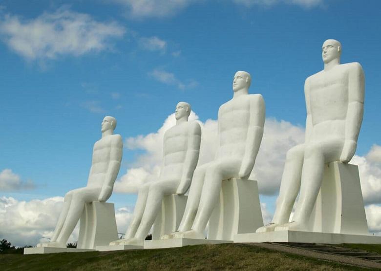 """Die Skulpturengruppe """"Der Mensch am Meer"""" in Esbjerg"""
