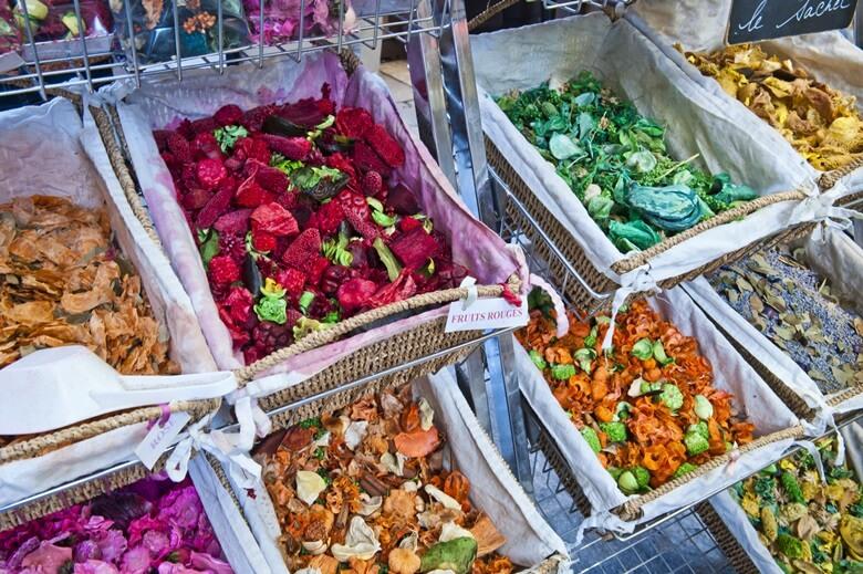 Marktstand mit Düften in dem französischen Ort Grasse
