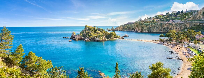Kleine Insel nahe Taormina auf Sizilien
