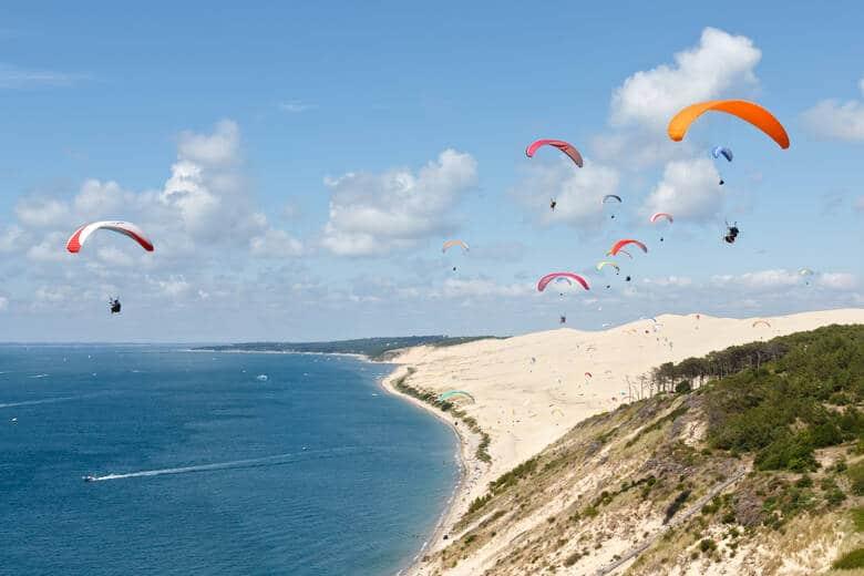 Paragliding an den Dünen von Pilat in Frankreich