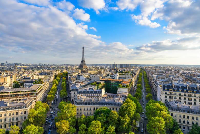Blick über die Stadt Paris und den Eiffelturm