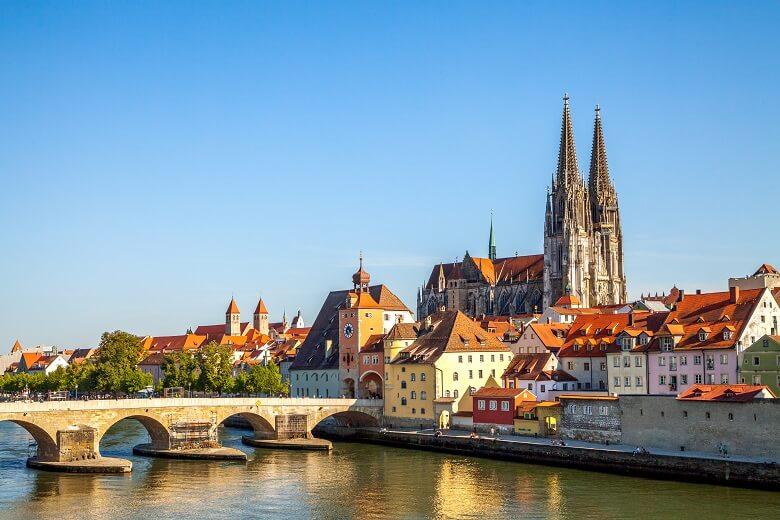Steinbrücke und Stadttor von Regensburg