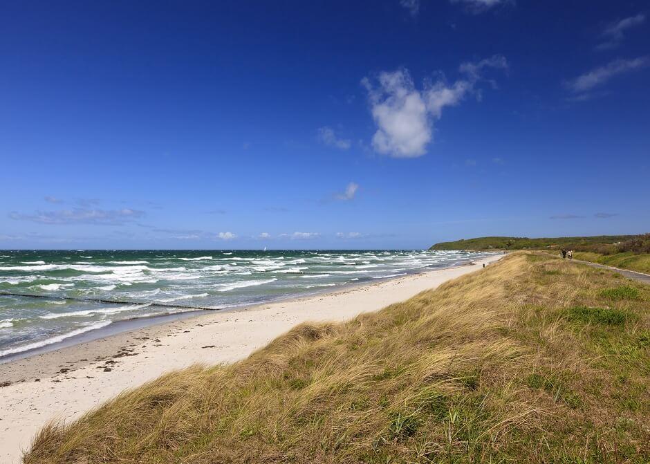 Ostseestrand auf Hiddensee bei Sturm