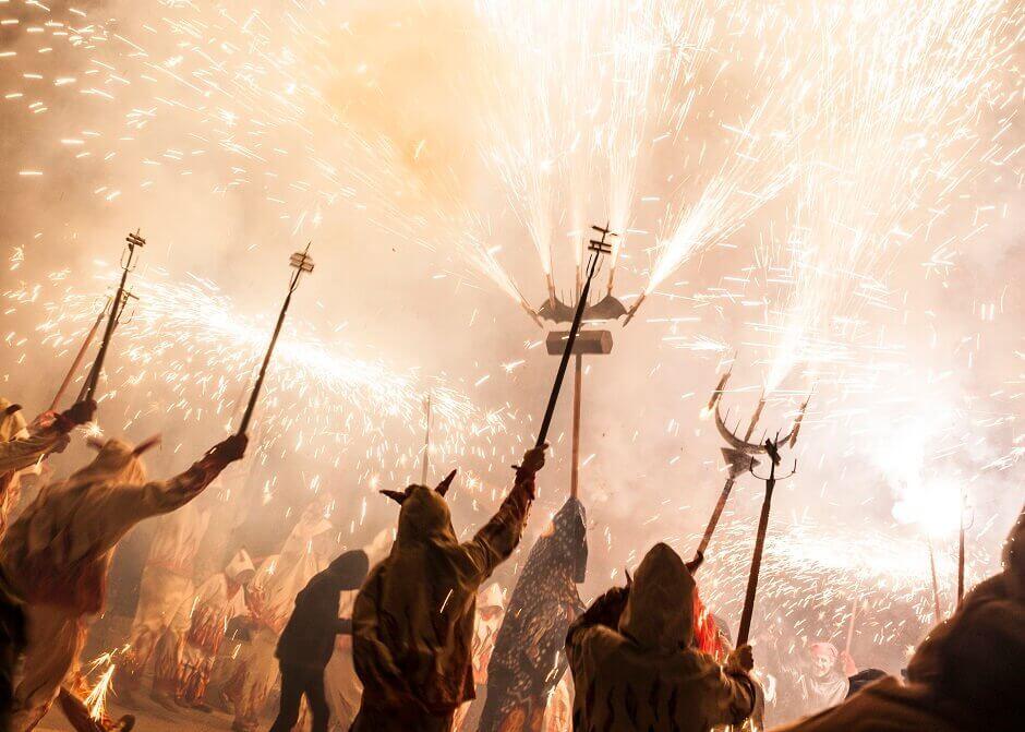 Feuerwerk und Kostüme zu San Antoni