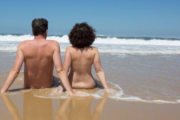 Paar am FKK-Strand