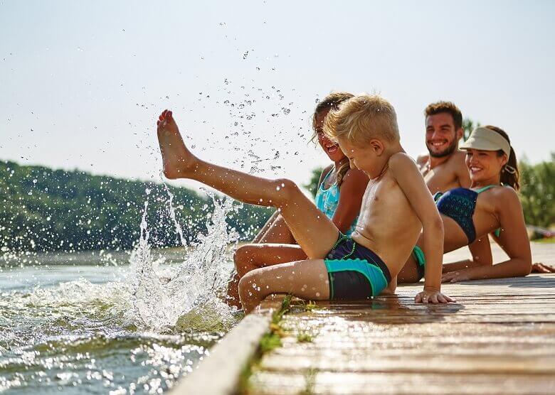 Familie gemeinsam im Urlaub