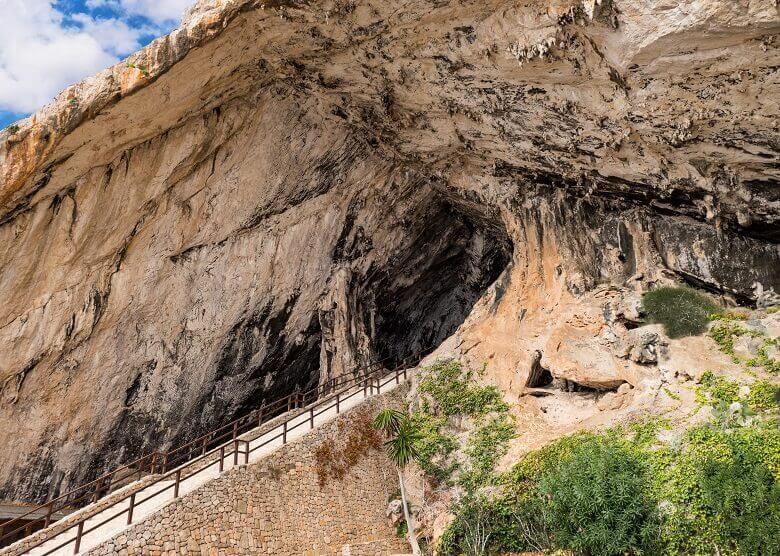 Eingang zu den Cuevas de Arta auf Mallorca