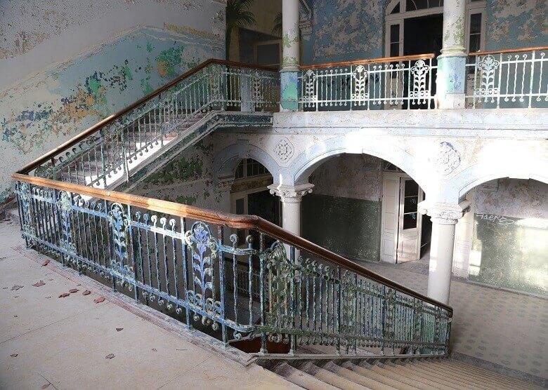 Treppe in den Beelitz-Heilstätten