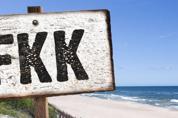 FKK-Schild am Strand