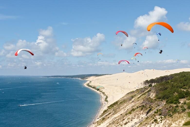 Gleitschirmflieger an der Dune du Pilat