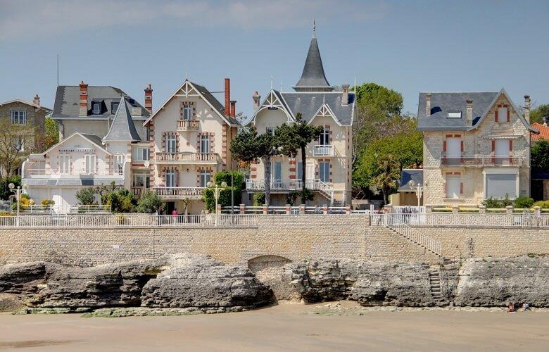 Häuser am Strand von Royan in Frankreich