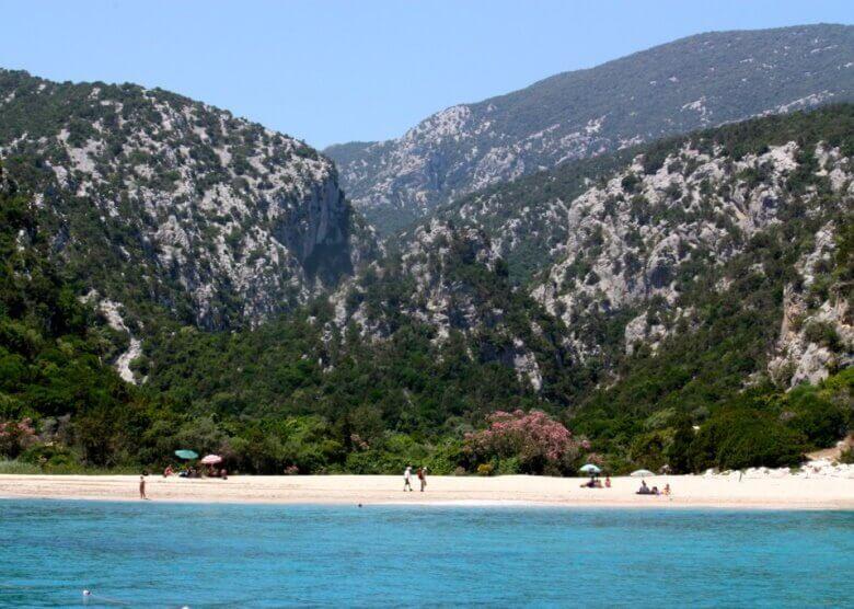 Die Badebucht Cala Luna auf Sardinien