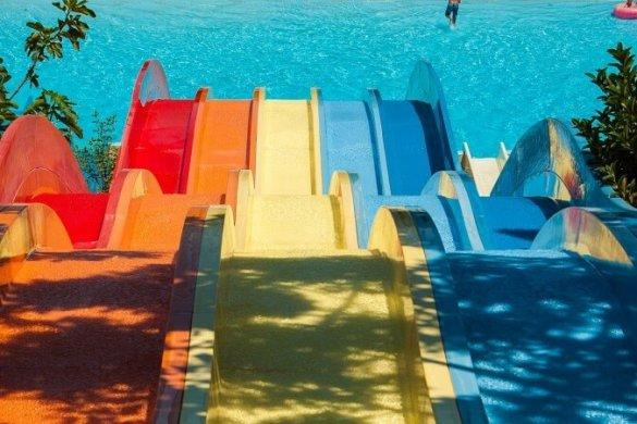Schwimmbad-Erlebenisbad-Wasserrutschen