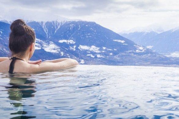 Pool mit Blick auf die Alpen