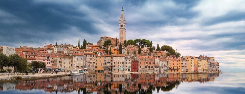 Blick auf Rovinj an Kroatiens Küste