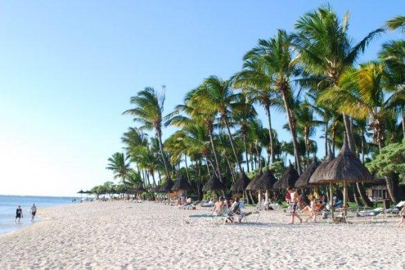 Kilometerlanger Traumstrand: Flic en Flac auf Mauritius