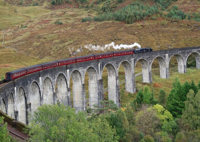 Mit dem Jacobite Steam Train durch Schottland