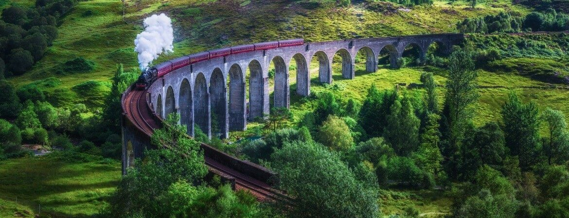 Der Glenfinnan Viaduct in Schottland
