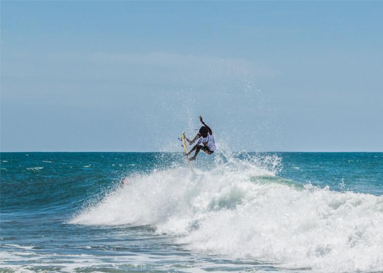 Wellereiten in der Bucht von Arugam