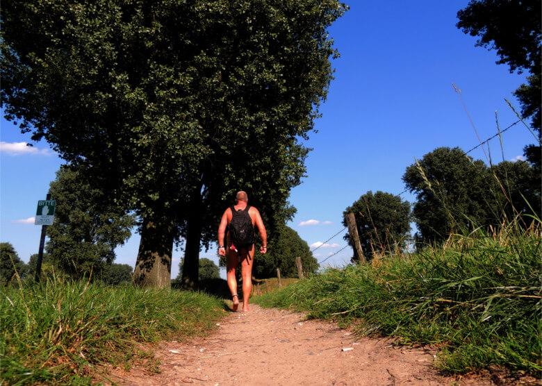 Hüllenlos aktiv: Nacktwandern in Deutschland und der EU