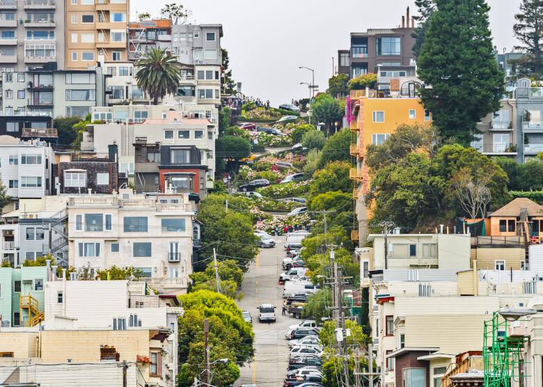 Aufsicht auf die Lombard Street in San Francisco