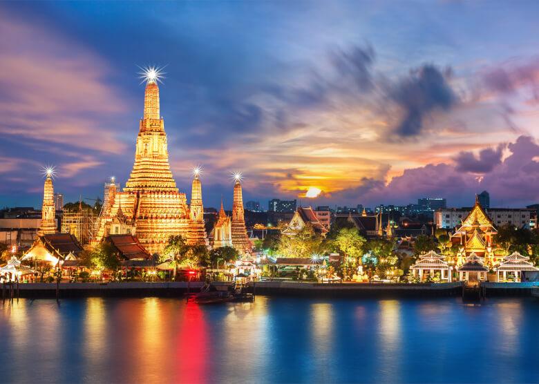 Der Wat Arun Tempel in Bangkok bei Nacht