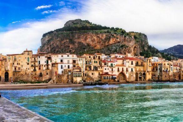 Küstenstadt Cefalu auf Sizilien