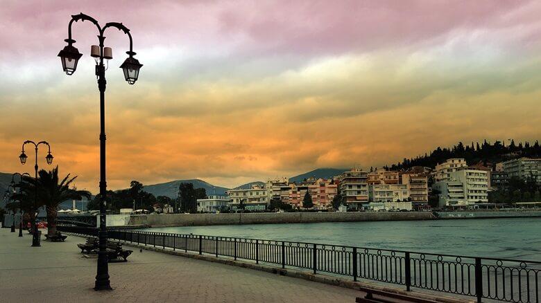 Hafenpromenade von griechischer Stadt Chalkida