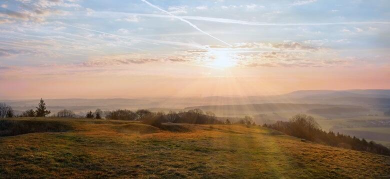 Blick von Hesselberg in Franken bei Sonnenaufgang