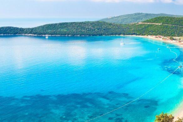 Blick auf den Jaz Beach in Montenegro