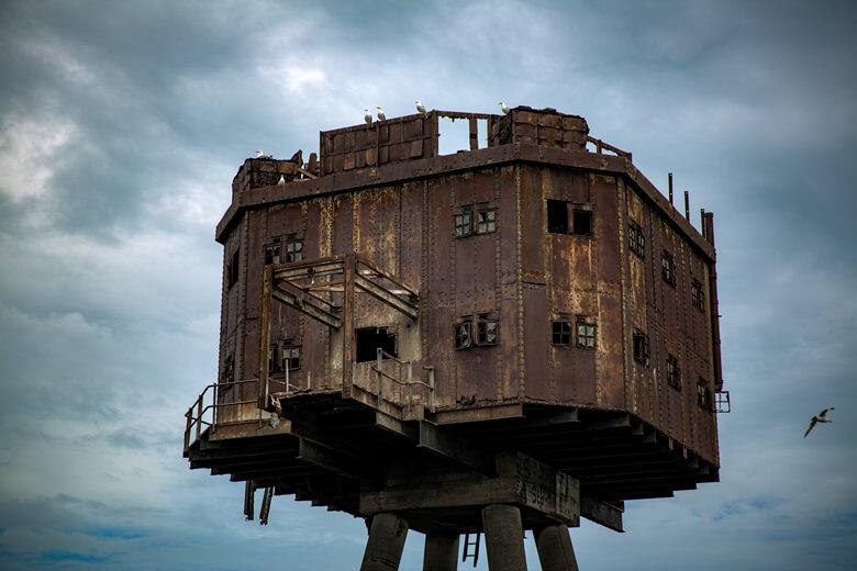 Nahaufnahme eines der Maunsell Forts vor Englands Küste bei Whitstable
