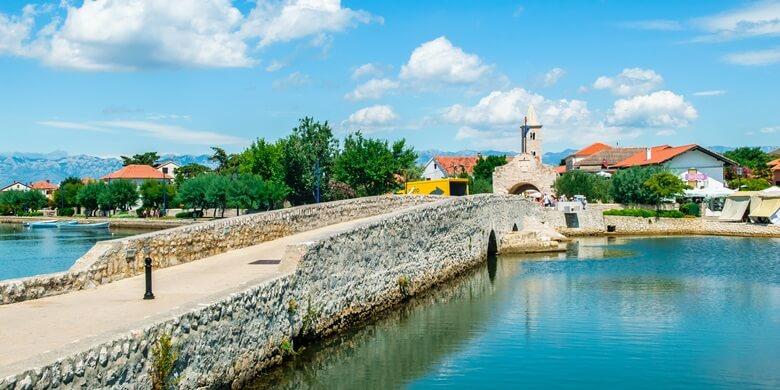 Brücke zur Altstadt von Nin in Kroatien