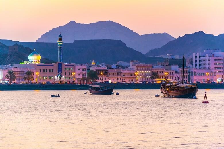 Der Hafen von Muscat am Abend