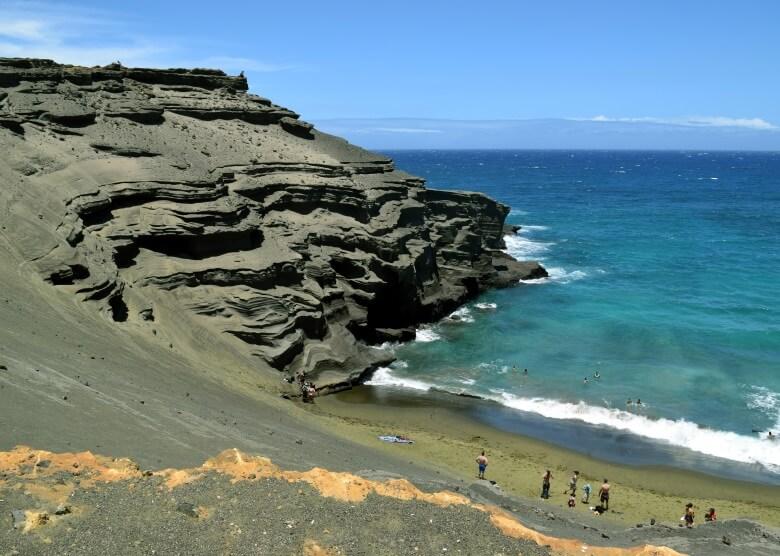 Papakolea Beach auf Hawaii mit grünem Sand