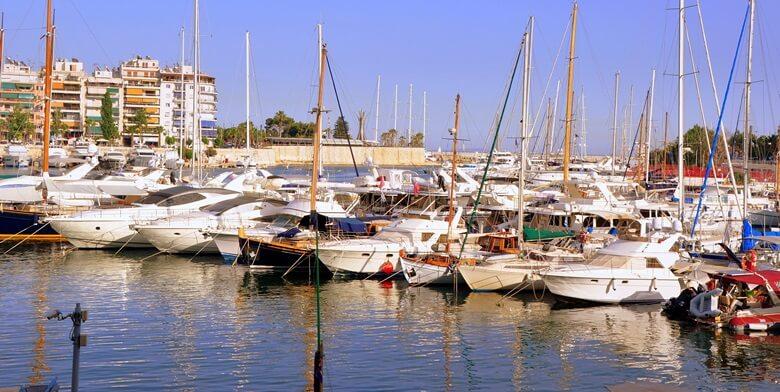 Hafen der griechischen Stadt Piräus