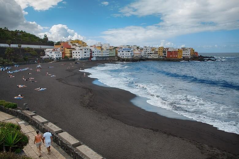 Schwarzer Strand Playa Jardin in Teneriffa auf den Kanaren
