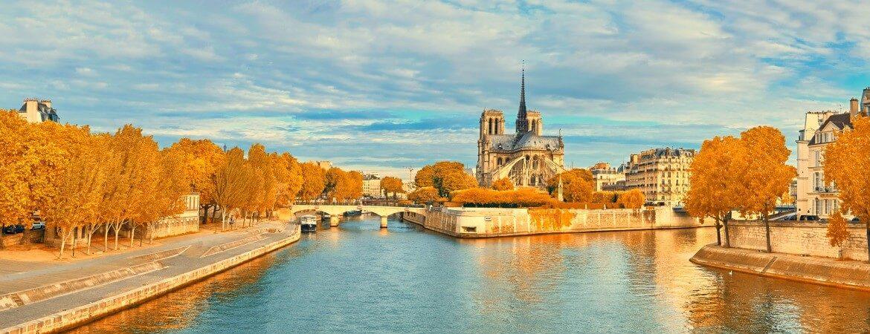 Die Seine in Paris mit Blick auf Notre Dame