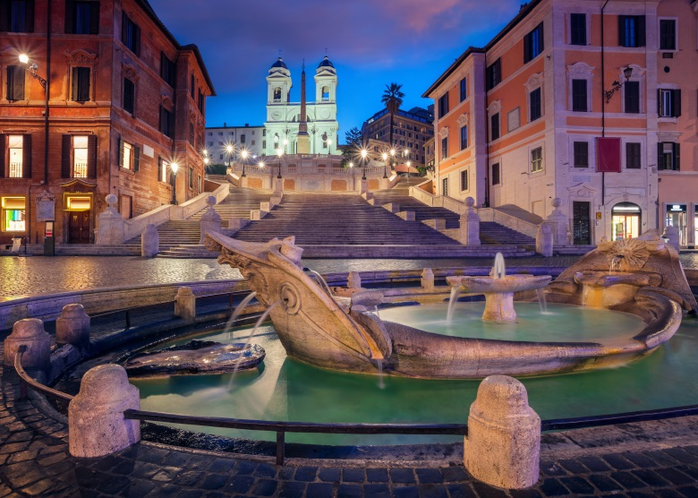Die spanische Treppe bei Nacht in Rom, Italien