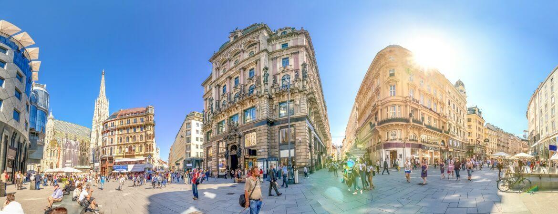Stadtbild von Wien mit Stephansdom und Touristen