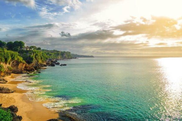 Küste bei Tegalwangi Beach auf Bali, Indonesien, Panorama