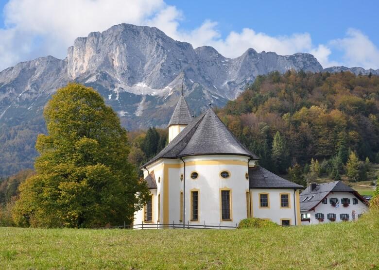 Wallfahrtskirche Marias Heimsuchung und Gasthaus in Marktschellenberg, Berchtesgadener Land