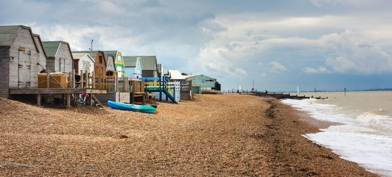 Strandhäuser am Küstenort Whitstable in England