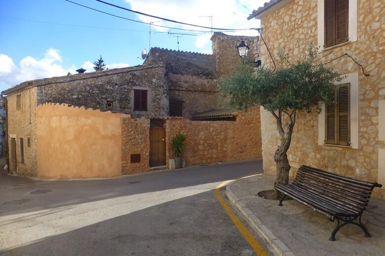 Straßen im kleinen Örtchen Alaro auf Mallorca
