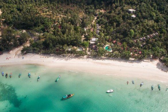 Blick von oben auf den Bottle Beach in Koh Phangan, Thailand