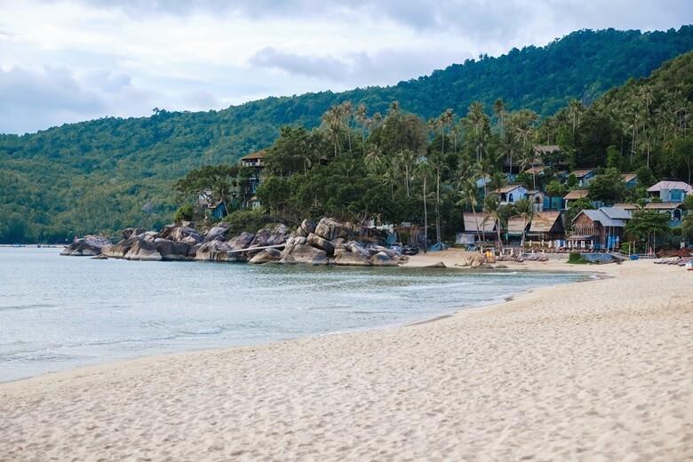 Bungalows am thailändischen Bottle Beach auf Koh Phangan